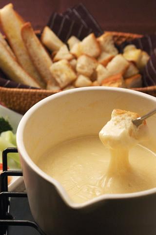 チーズフォンデュ チーズフォンデュ|レシピ | タカキベーカリー